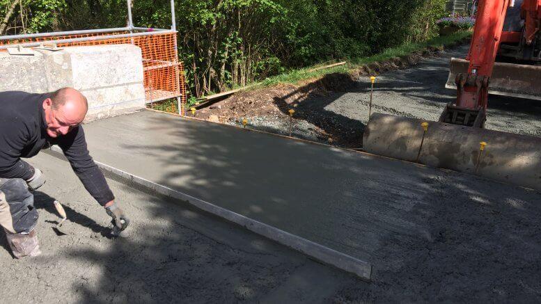 Coulage de béton pour support de la nouvelle route