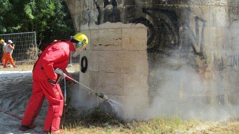 Hydro-décapage d'un ouvrage d'art à l'aide de nettoyeur ultra haute pression, pouvant aller jusqu'à 3000 bars