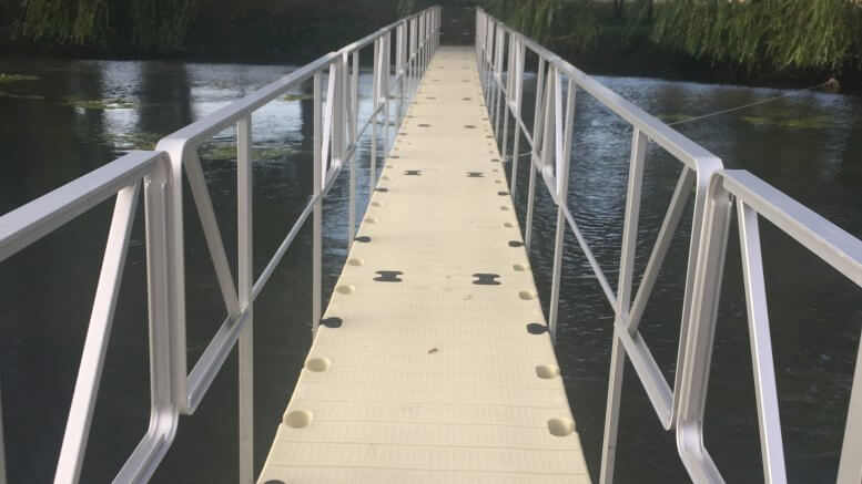 Pont flottant provisoire